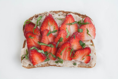 Quick White Bean & Pepper Hummus Strawberry Toast