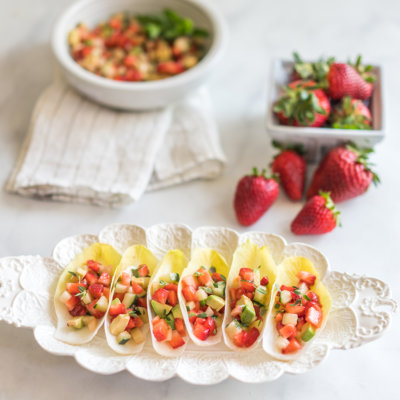 Endives stuffed with strawberry Salsa