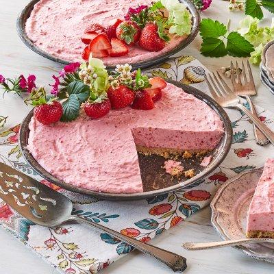 No-Bake Strawberries and Cream Cheese Pie